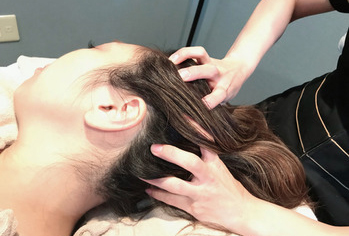 そのままドライヘッドスパの施術に移行|Sou-i hair(ソウイヘアー)川崎店